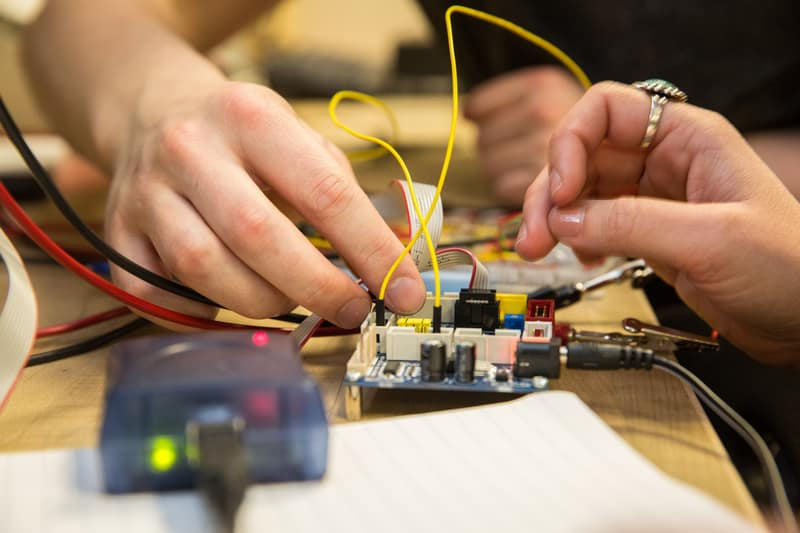 Linear Circuits & Electronic Devices Lab